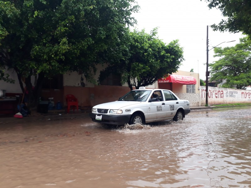 Calles de Tecuala inundadas y en pésimas condiciones