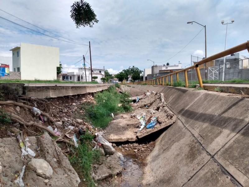 Calles de Villa Bonita se convierten en arroyo