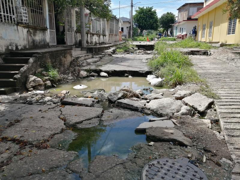 Calles destrozadas en Infonavit Solidaridad