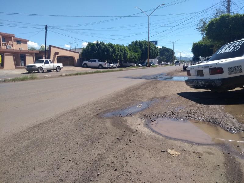 Calles recién pavimentadas en malas condiciones