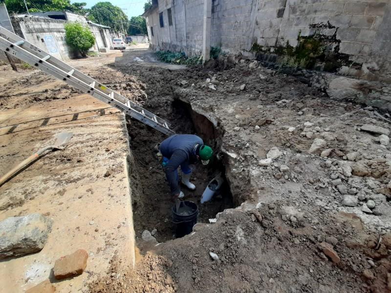 Cambian líneas de drenaje colapsadas en barrio San Juanico