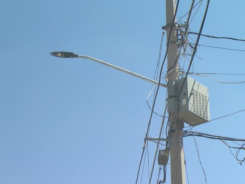 Cambio de luminaria causa que habitantes se sientan más inseguros