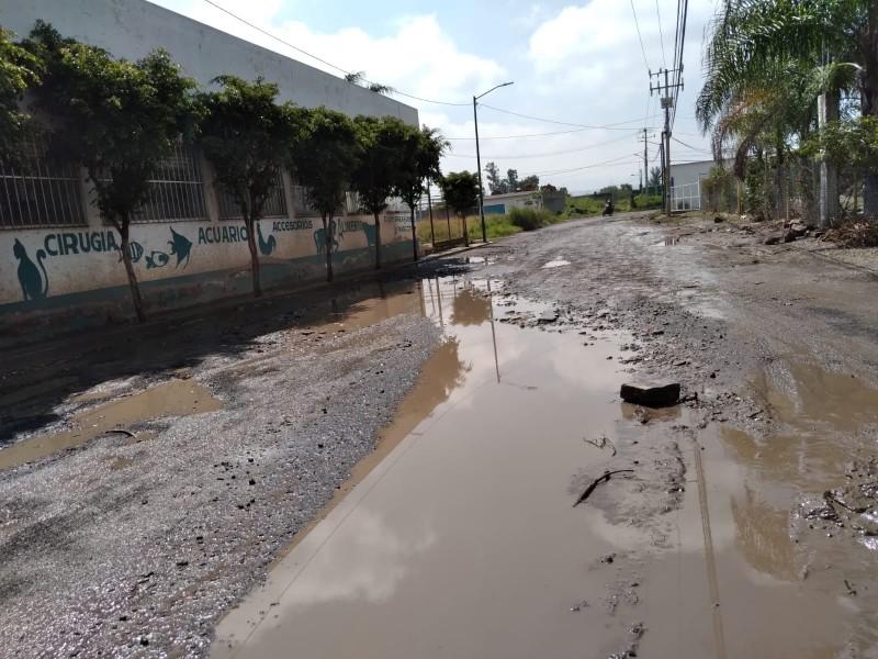 Camino entre Morelia y Tarímbaro en pésimas condiciones