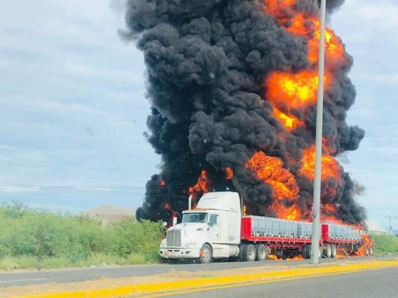 Camión con material inflamable se incendia en Tehuantepec