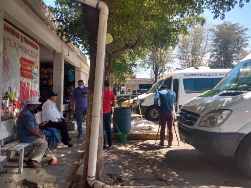 Camioneros de Guamúchil esperan reactivación con el regreso a clases