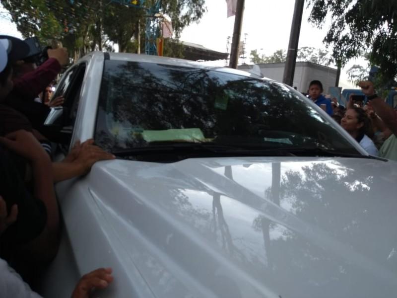 Camioneta de AMLO lesiona a mujer en Tecamachalco