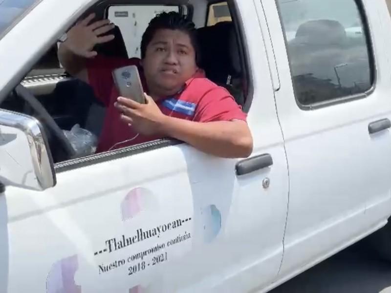 Camionetas del ayuntamiento de Tlalnelhuayocan llevan despensas para candidato priista