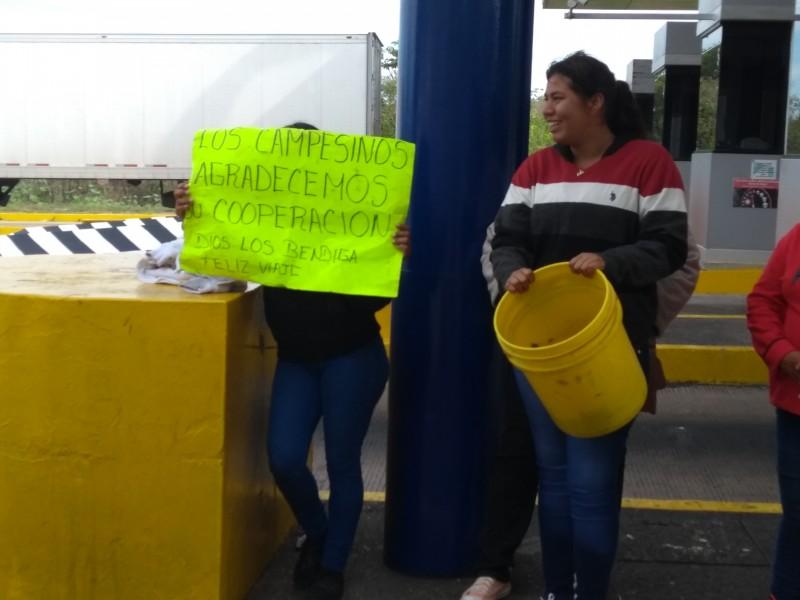 Campesinos de Santiago toman caseta de Trapichillo