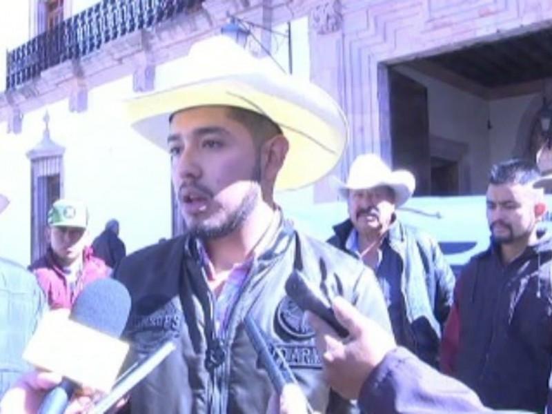Campesinos denuncian abandono y desinterés de gobierno