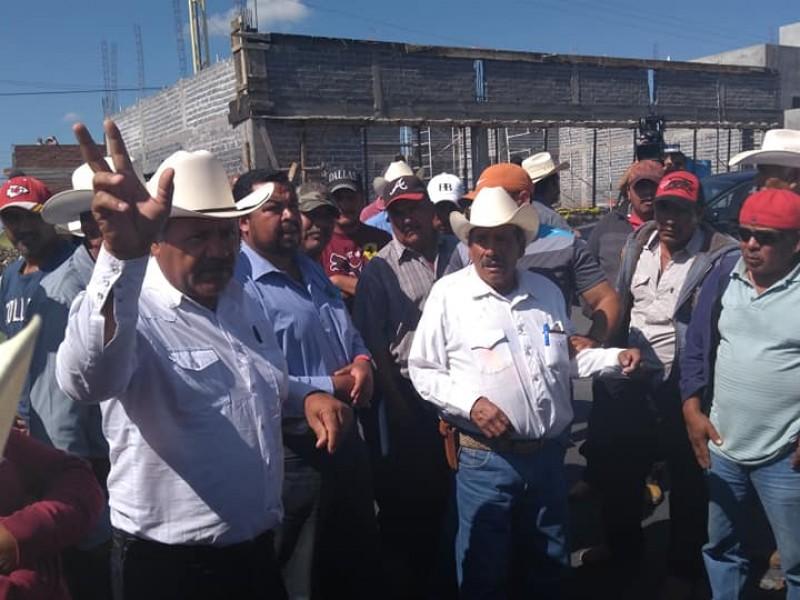 Campesinos exigen respuesta de Sagarpa, toman el bulevar
