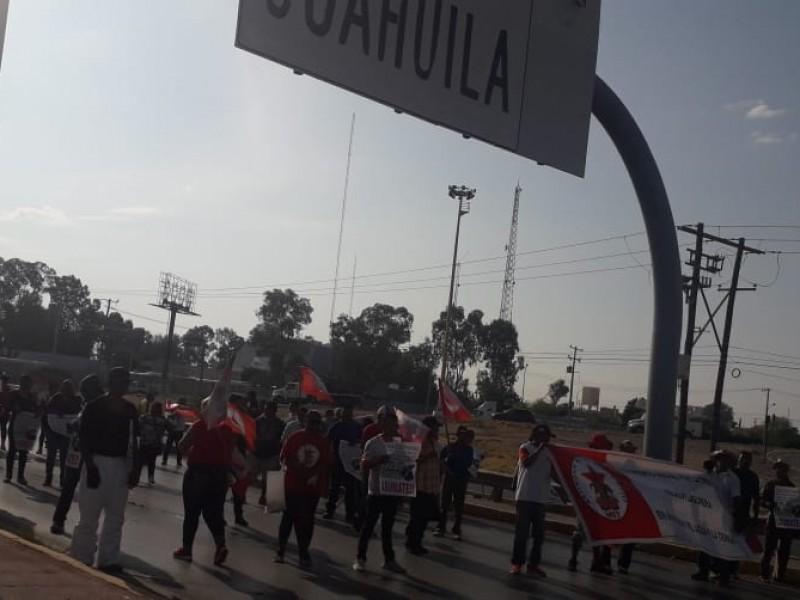Campesinos protestan y desquician el periférico