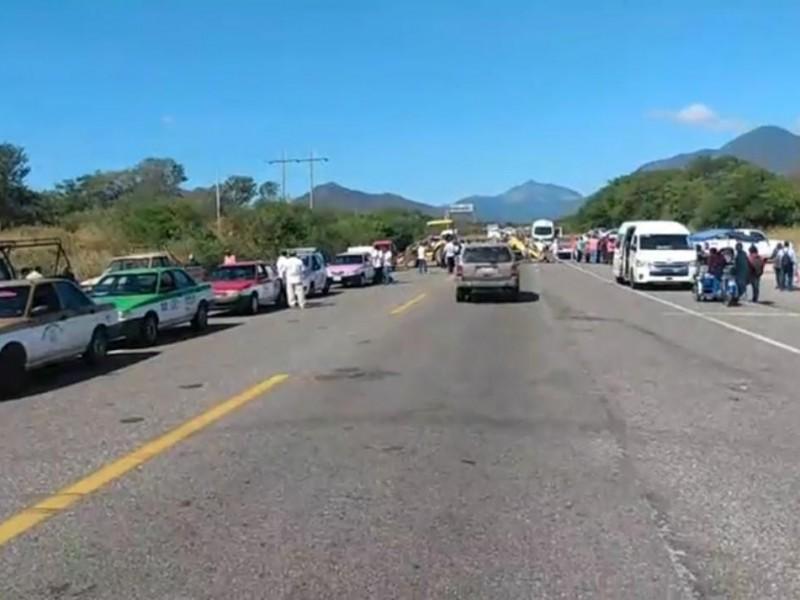 Campesinos reactivan bloqueos carreteros en la región del Istmo