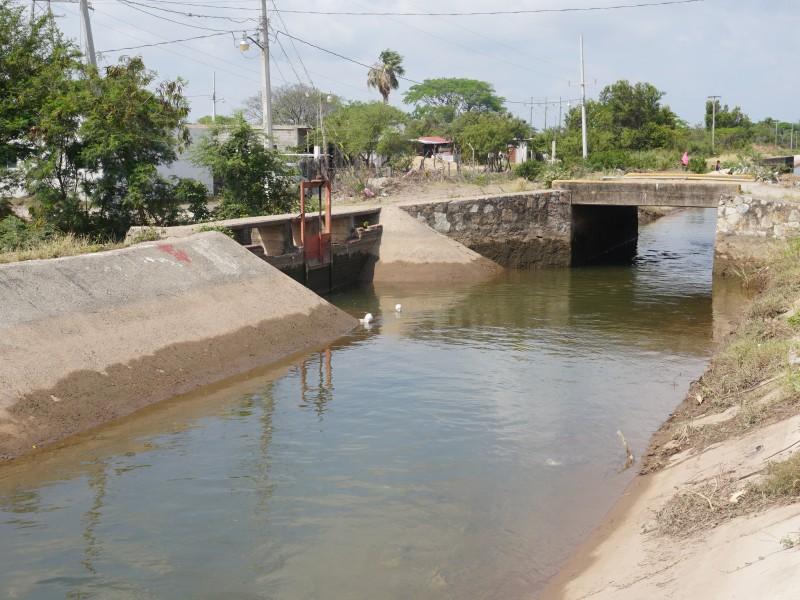 Campesinos temen perder concesión de riego por invasiones de canales