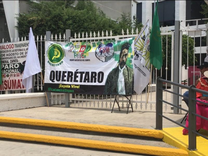 Campesinos toman instalaciones de la Secretaría del Bienestar