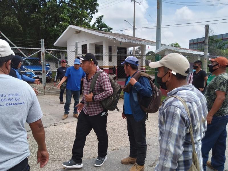 Campesinos toman instalaciones federales