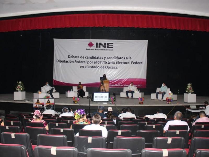 Candidatos a la Diputación Federal participan en debate público