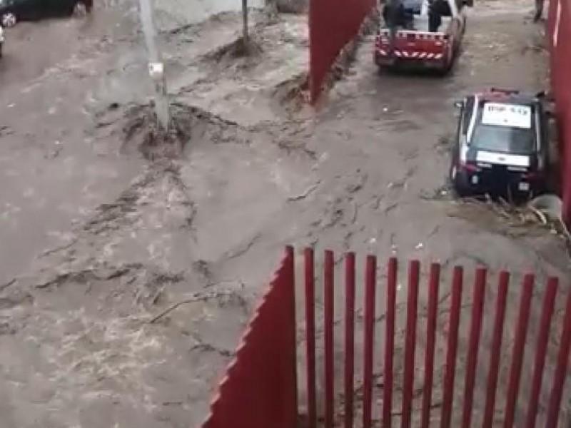 Caos en Ecatepec por intensas lluvias; Se desborda Canal
