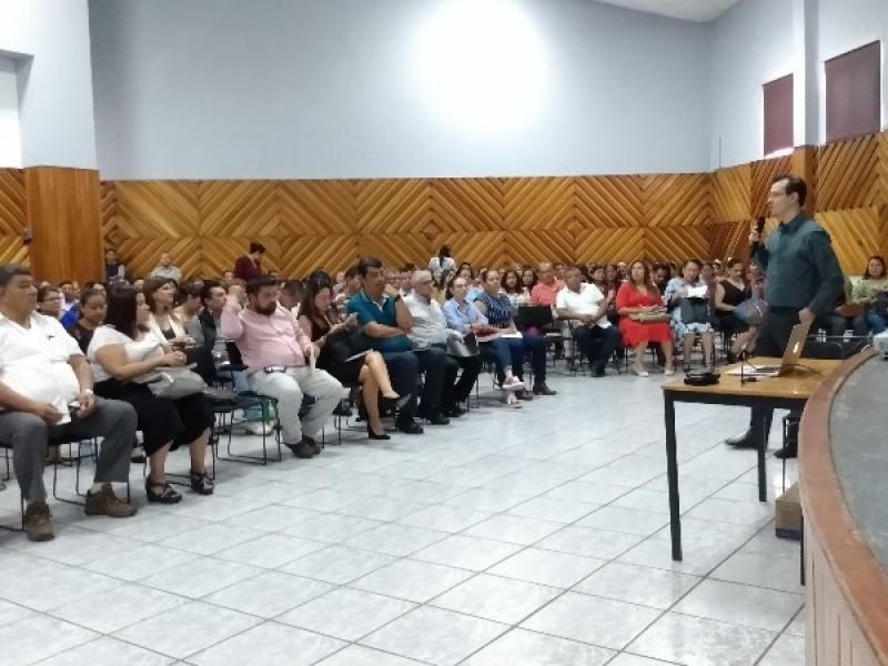 Capacita CDDH a docentes Nayaritas