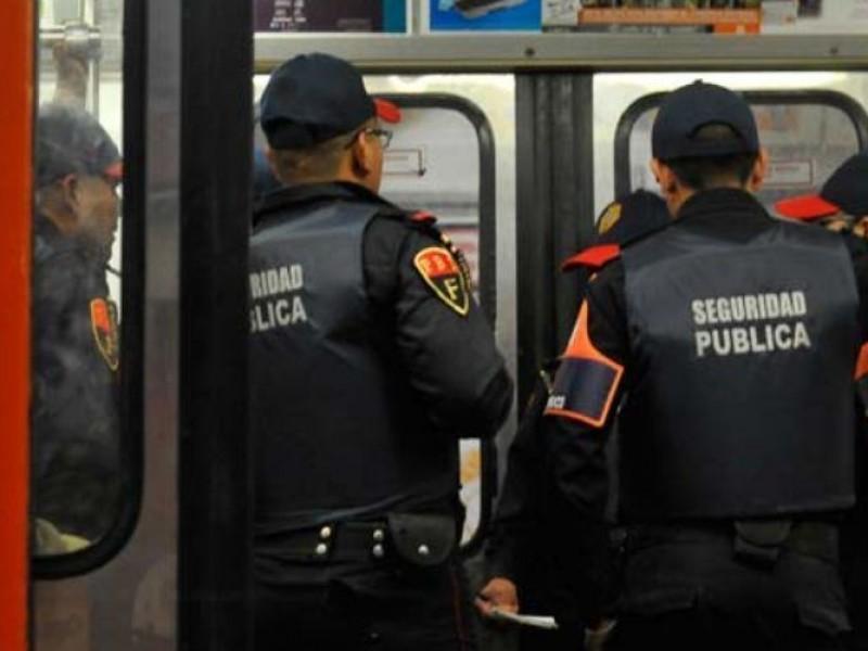 Capacitan a policías del Metro