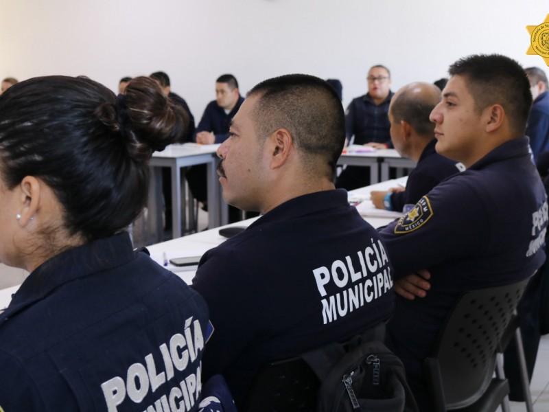 Capacitan a policías en perspectiva de género