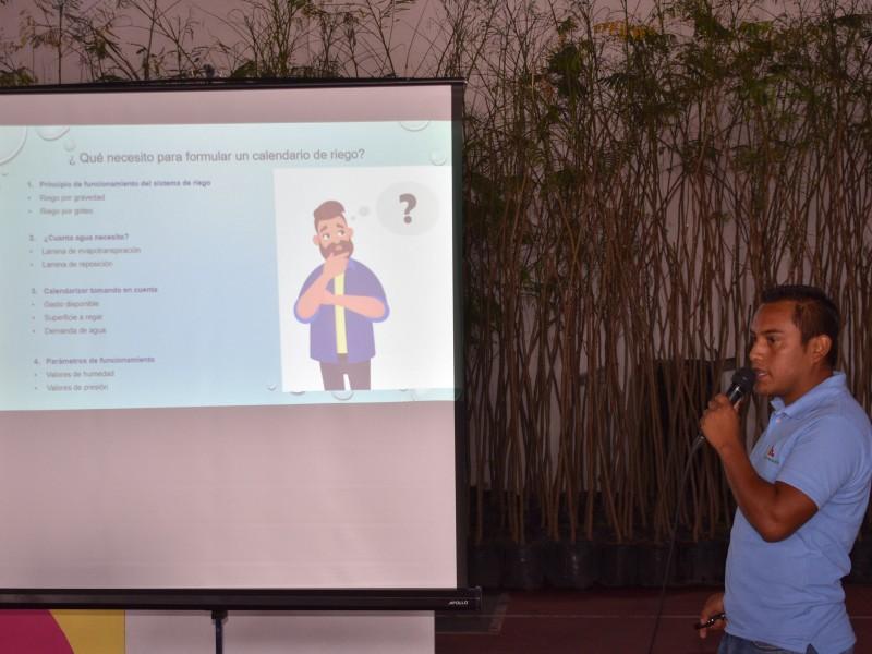 Capacitan a productores en Pedro Escobedo