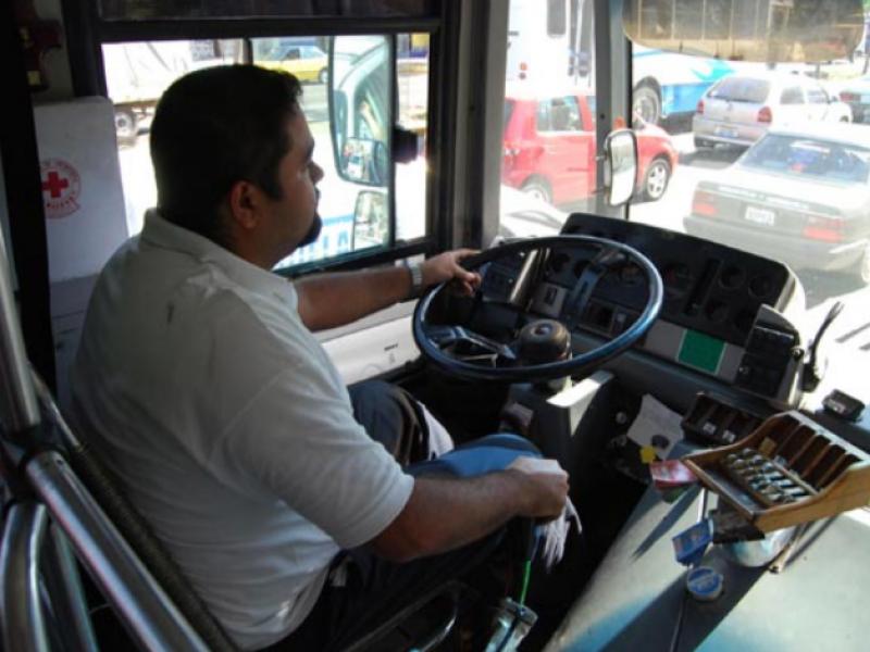 Capacitan a transportistas zamoranos para prevenir violencia contra las mujeres