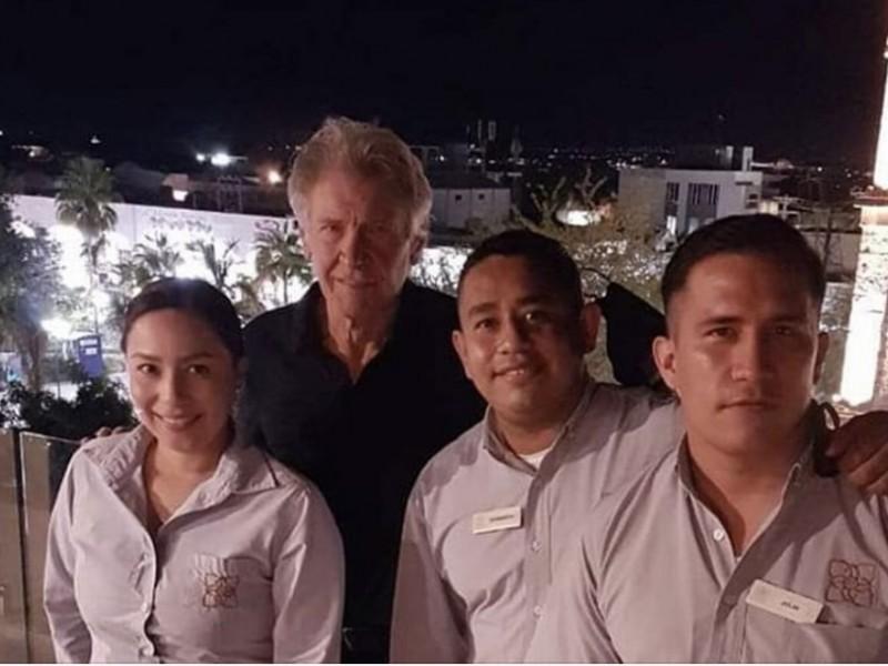Captan a Harrison Ford de visita por La Paz