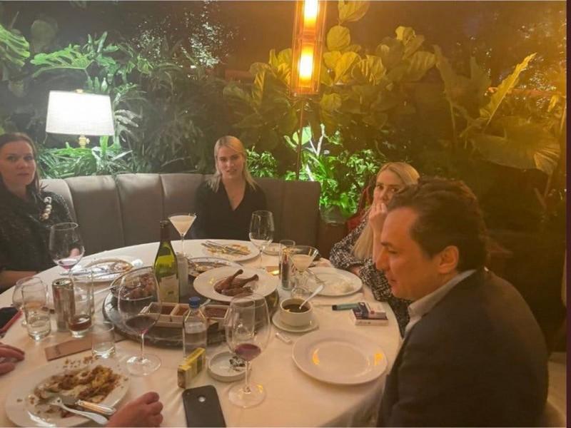 Captan a Lozoya cenando en lujoso restaurante