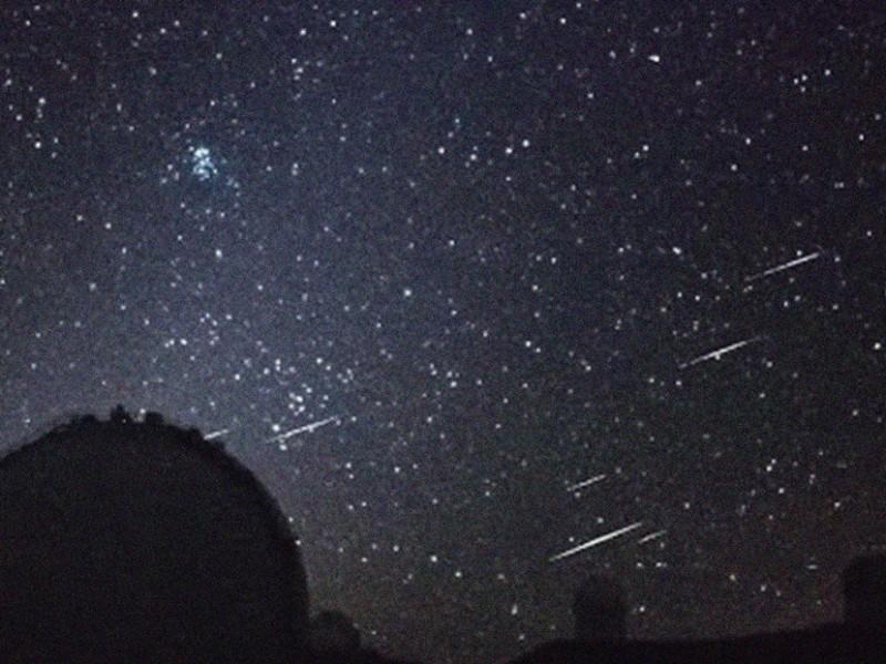 Captan cúmulo de meteoros desde el observatorio en Hawái