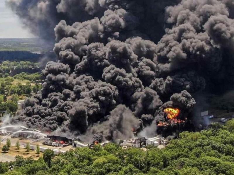 Captan enorme explosión de planta química en Illinois EE.UU.