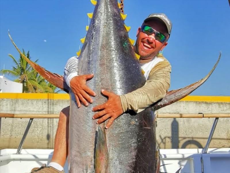 Captura guaymense atún de 150 kilos y rompe récord