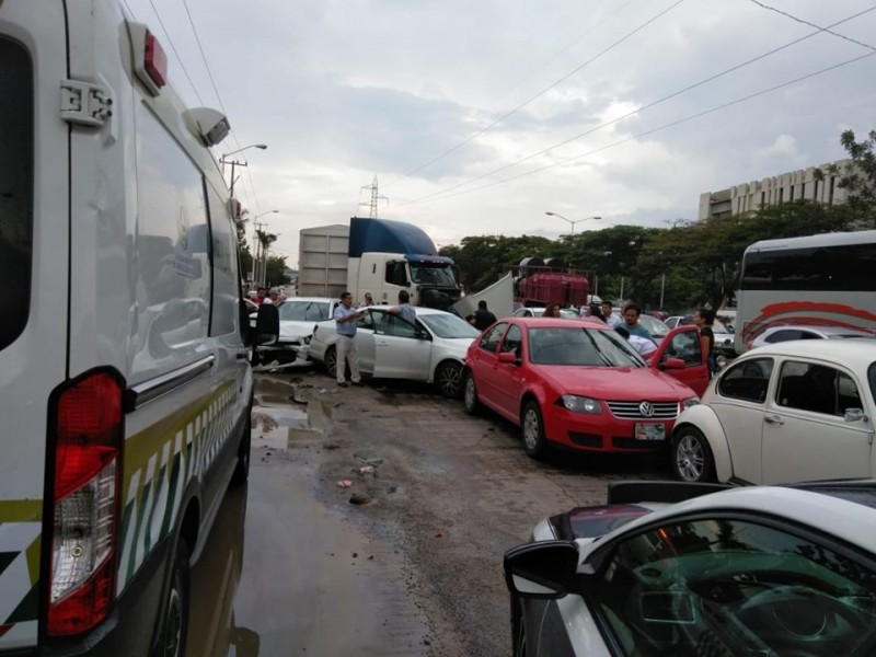 """""""Carambolazo"""" entre 5 vehículos y trailer en TG"""