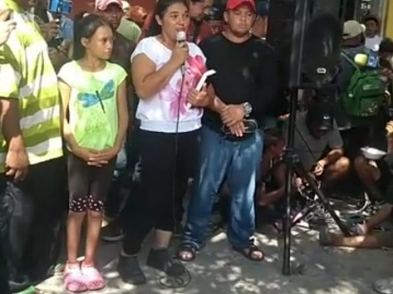 Caravana de migrantes detiene su camino, reanudan mañana