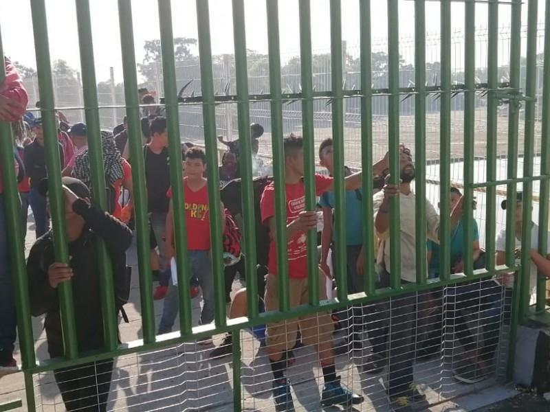 Caravana en espera de dialogo con autoridades migratorias