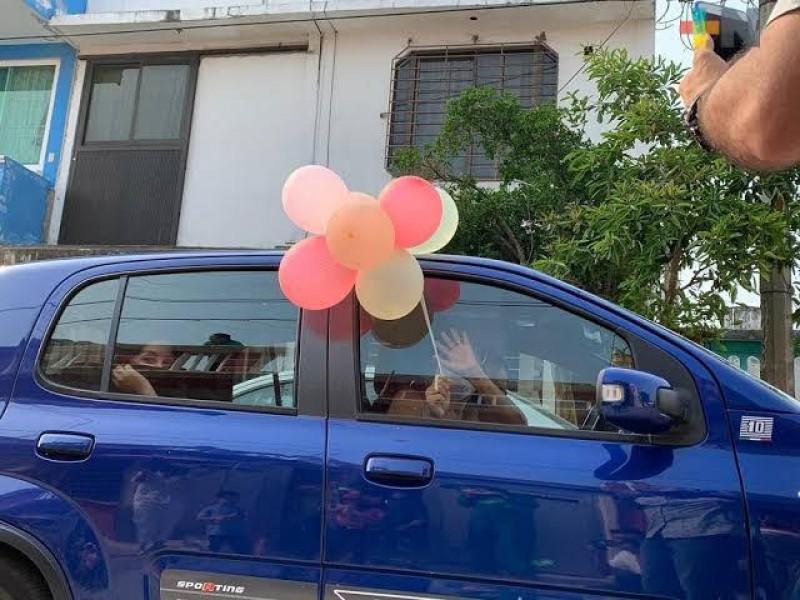 Caravanas de cumpleaños podrían incurrir falta al reglamento de tránsito