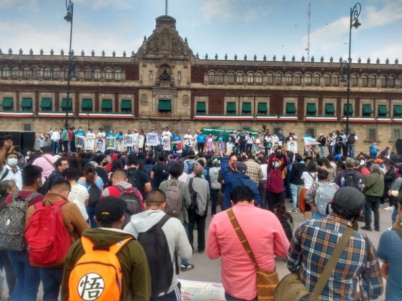 """Cárcel a autores de la """"verdad histórica"""": familiares de normalistas"""