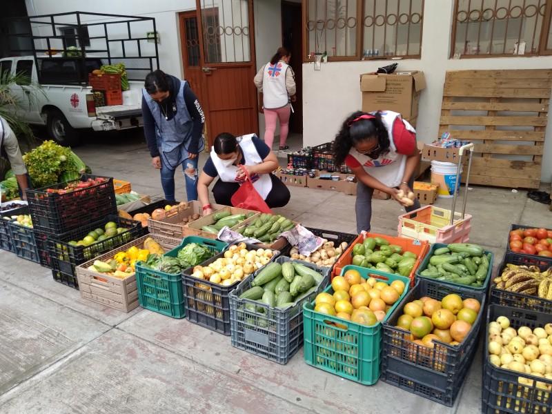 Cáritas entrega apoyos alimentarios a familias de escasos recursos