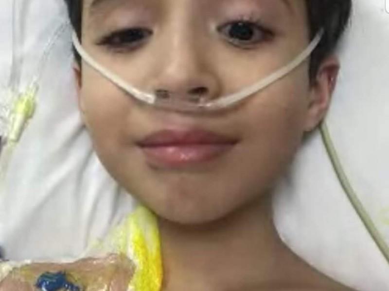 Carlitos sale del hospital, se recuperará en casa de COVID19