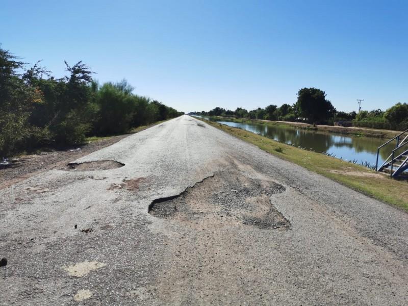 Carretera estatales, un peligro por grandes baches
