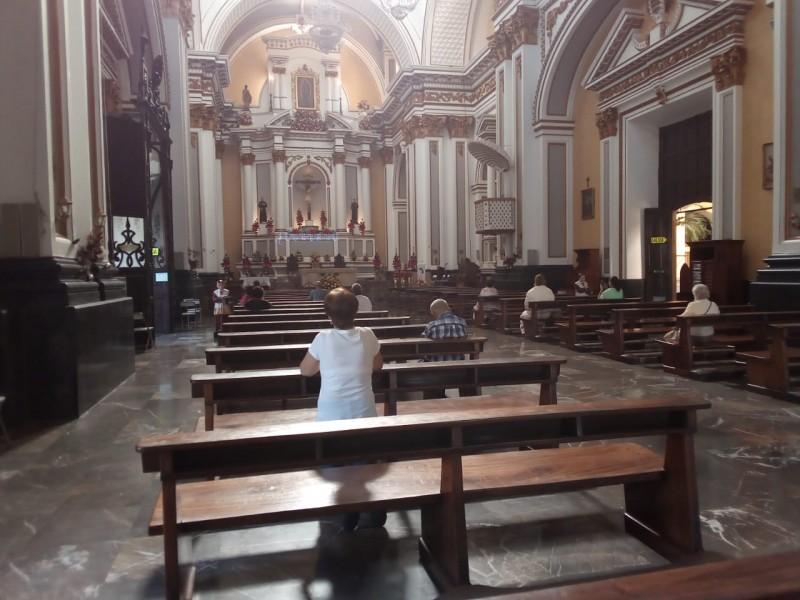 Catedral sigue abierta pese a semáforo naranja; feligreses reconocen riesgo