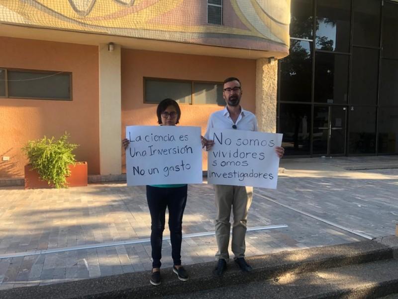 Catedráticos del CONACyT en defensa de la ciencia