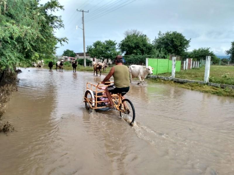 Causa afectaciones desbordamiento de río en El Cazadero, Oaxaca