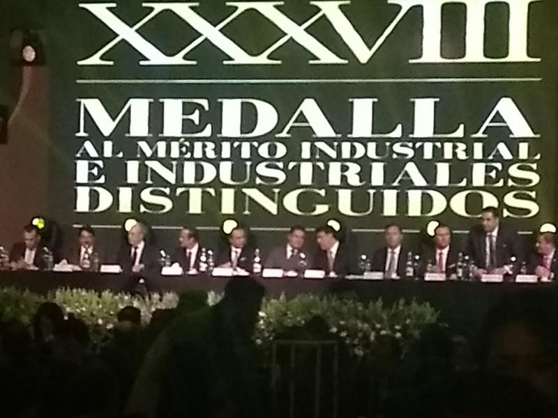 CCIJ entrega la medalla al mérito