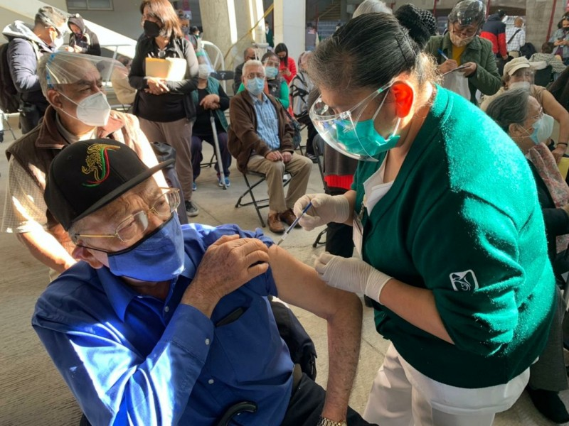 CDMX anuncia que vacunará hasta 700 mil personas por semana