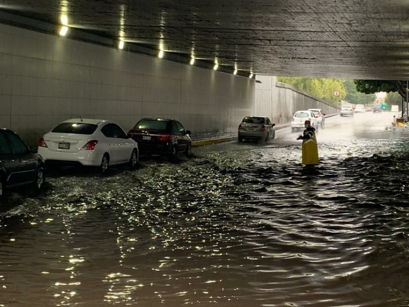 CDMX despierta con fuerte lluvia y tormenta eléctrica