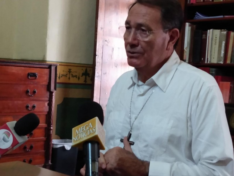 Celebra obispo rechazo al matrimonio igualitario en legislatura