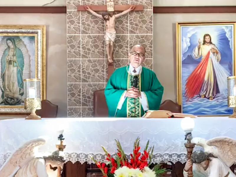 Celebra Padre José Juan, primera eucaristía tras superar Covid-19