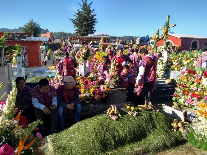 Celebra Zinacantán Día de Muertos