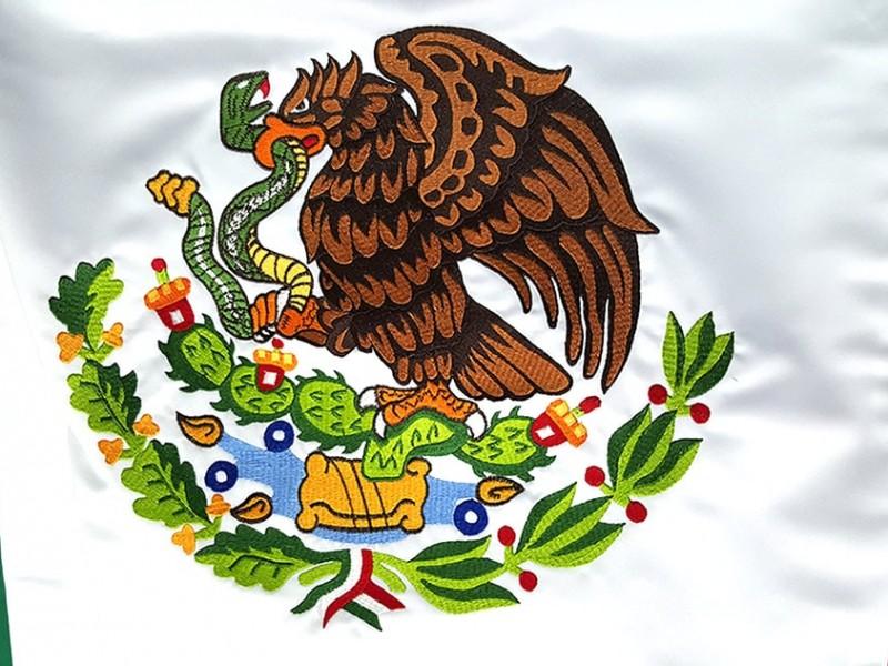 Celebran 50 años del actual Escudo Nacional