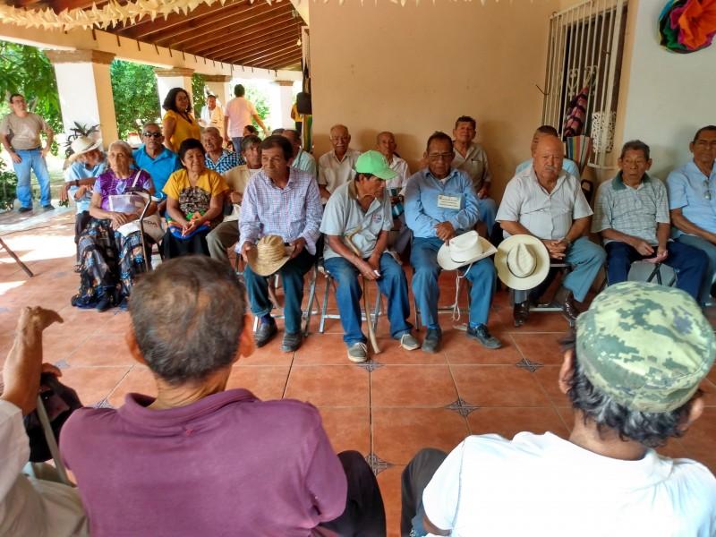 Celebran a los abuelos en Tehuantepec